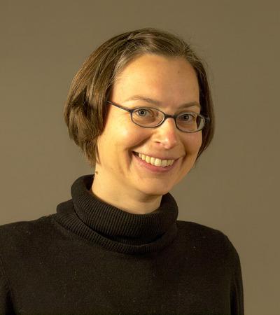 Dr. Margit Velik